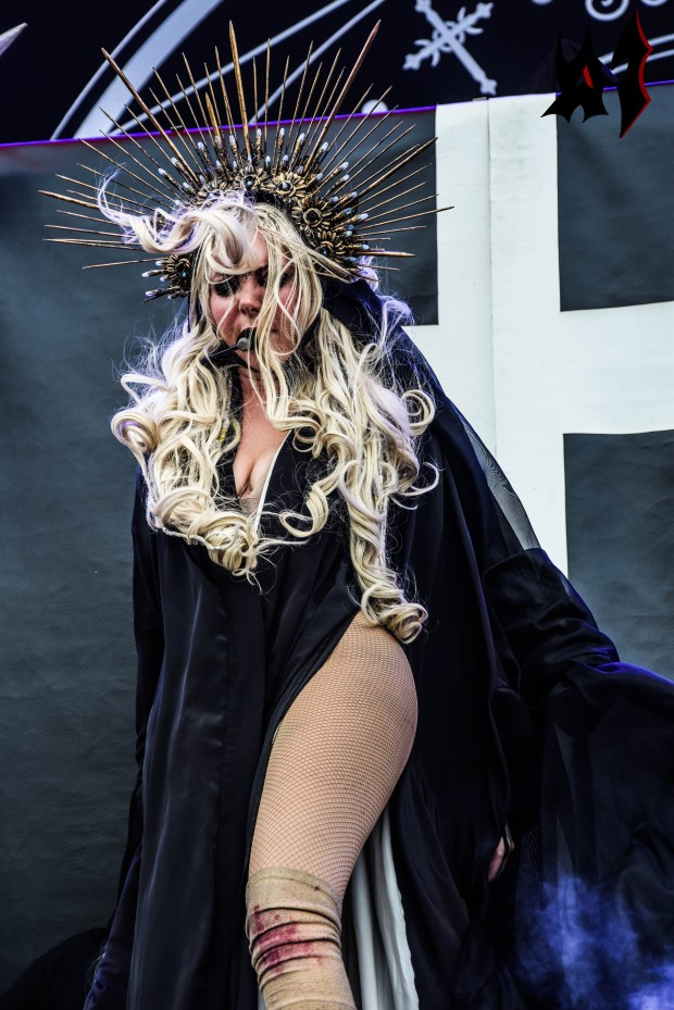Hellfest - Day 3 - In This Moment 18
